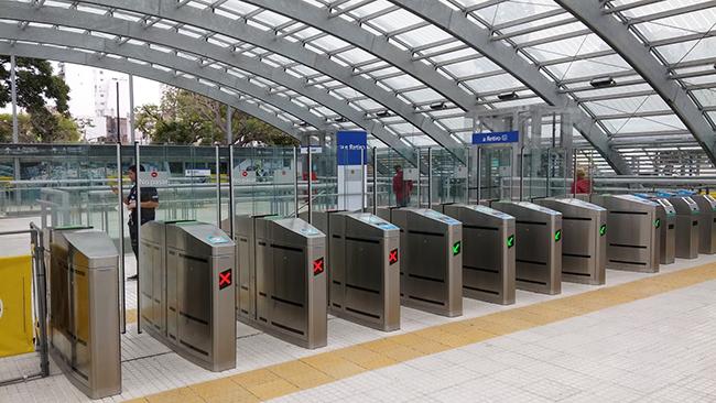 Conectores en las puertas de entrada de metros y trenes